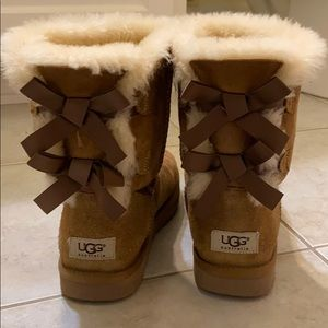 UGG Bailey Bow size 7